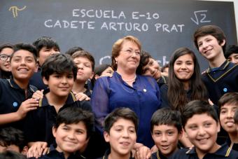 Gratuidad: Presidenta pone como ejemplo tres casos en que Piñera asignó recursos vía glosa