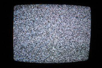 Esta es la razón por la que no deberías seguir durmiendo con la tele encendida