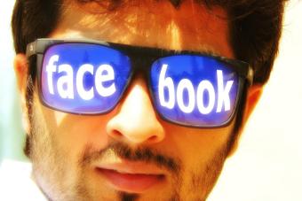 11 cosas cosas que la gente suele hacer en redes sociales una vez que se titula