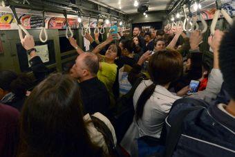 18 situaciones típicas que ocurren en el horario punta del metro