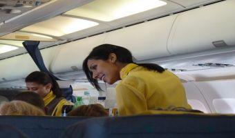 Ser auxiliar de vuelo: Una opción rentable