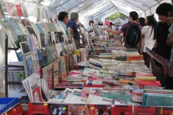 """Con música y literatura la """"Feria Universitaria del Libro"""" se toma el Barrio República"""