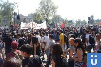 10 gritos que no pueden faltar en un marcha estudiantil
