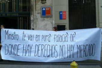 Estudiantes le cantan a Eyzaguirre: