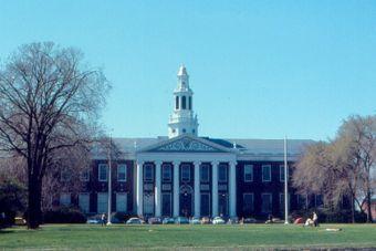 Universidad de Harvard hará que sus alumnos prometan no copiar