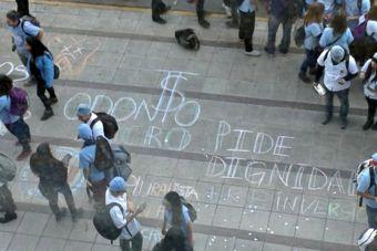 Estudiantes de Odontología de la UNAB marcharon en contra de los altos aranceles