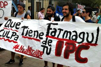 Estudiantes de universidades privadas se manifestaron frente al Mineduc por alza de aranceles