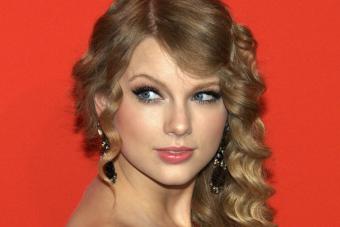Taylor Swift le envió un cheque a una fan para que pagara su crédito universitario