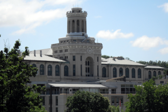 Prestigiosa universidad envía erróneamente mensaje de admisión a 800 postulantes
