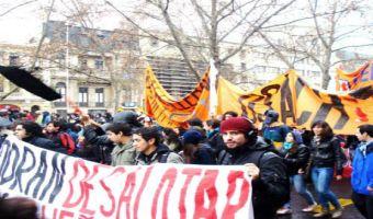 Marcha de hoy: Estudiantes logran alargar recorrido y denuncian pérdida de beneficios