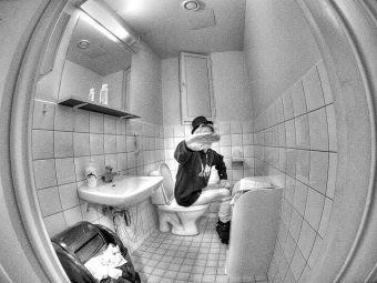 Historias de oficina: El complejo uso del baño