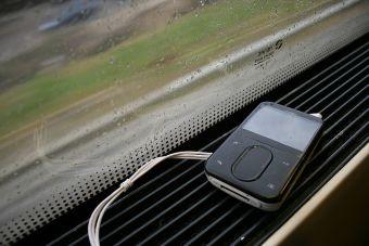 10 temas para escuchar en el trabajo un día de lluvia