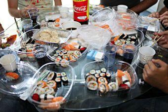 51 razones por las que no puedes parar de comer en la oficina