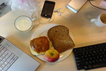 4 maneras para bajar de peso en la oficina