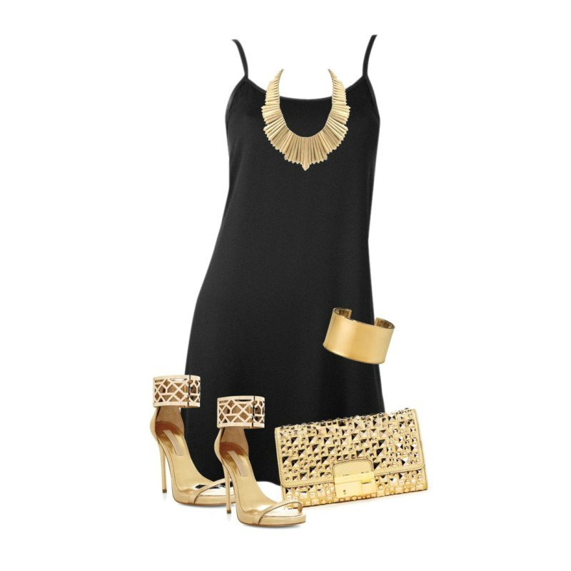 Vestido negro y zapatos dorados
