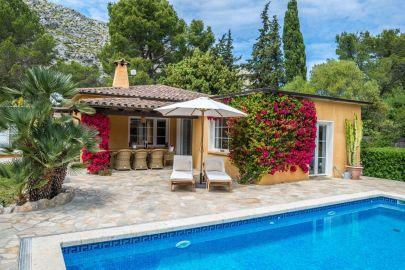 Private Villas Close To Restaurants & Shops, Luxury Villas In Mallorca!
