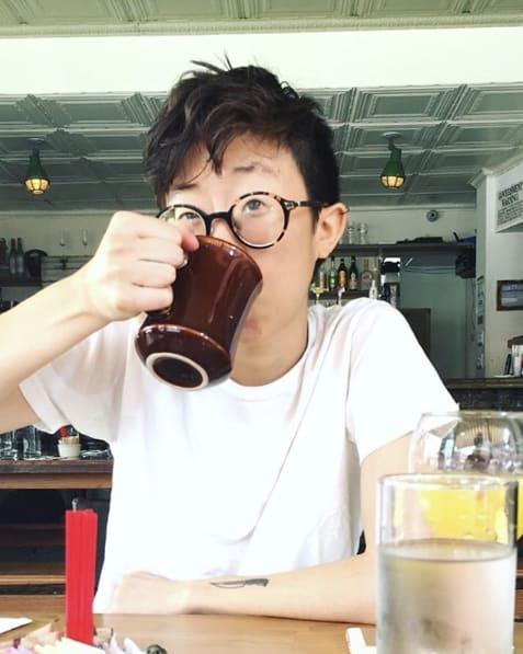 Can Chu drinking coffee
