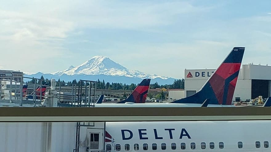 Delta airplane with Mt. Rainier in the distance