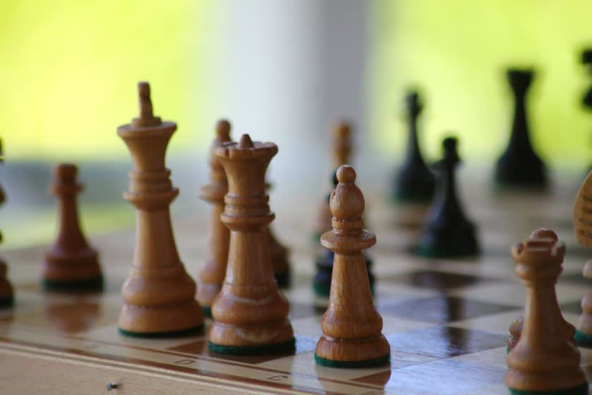 Chessboard showing a Queen... how would you function with multiple queens on the same board?.