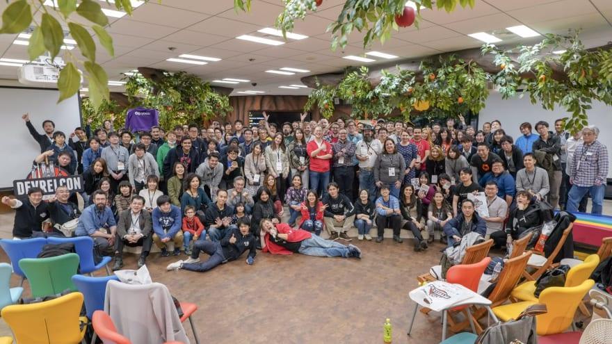 Closing group photo at DevRelCon Tokyo