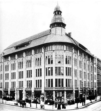 Black and White photo of Warenhaus Jandorf Building (Brunnenstraße), 1904