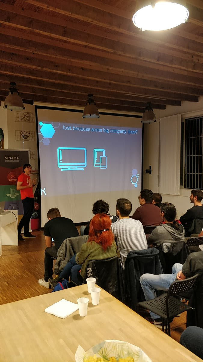 Mattia Panzeri explaining how GraphQL can help frontend developers