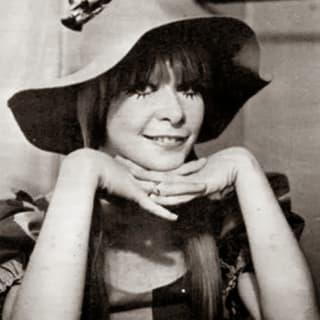 Julia F. profile picture