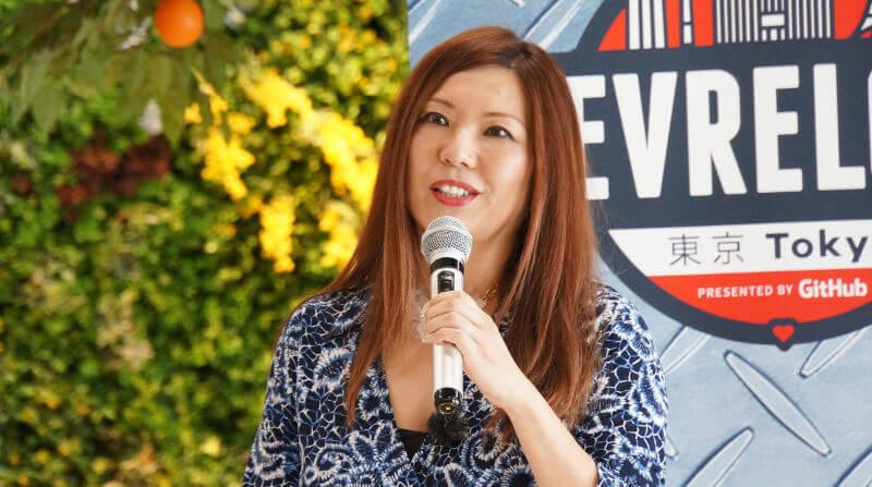 Tomomi speaking at DevRelCon