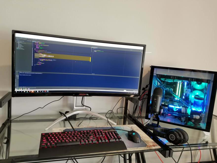 What's your desk setup? - DEV Community 👩 💻👨 💻