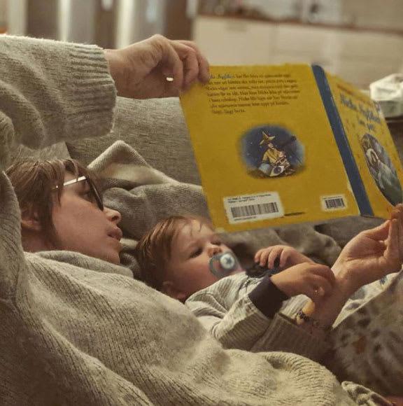 Malin and Teo reading
