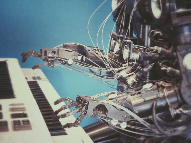 Robot Playing Piano by Franck V on Unsplash: https://unsplash.com/photos/U3sOwViXhkY