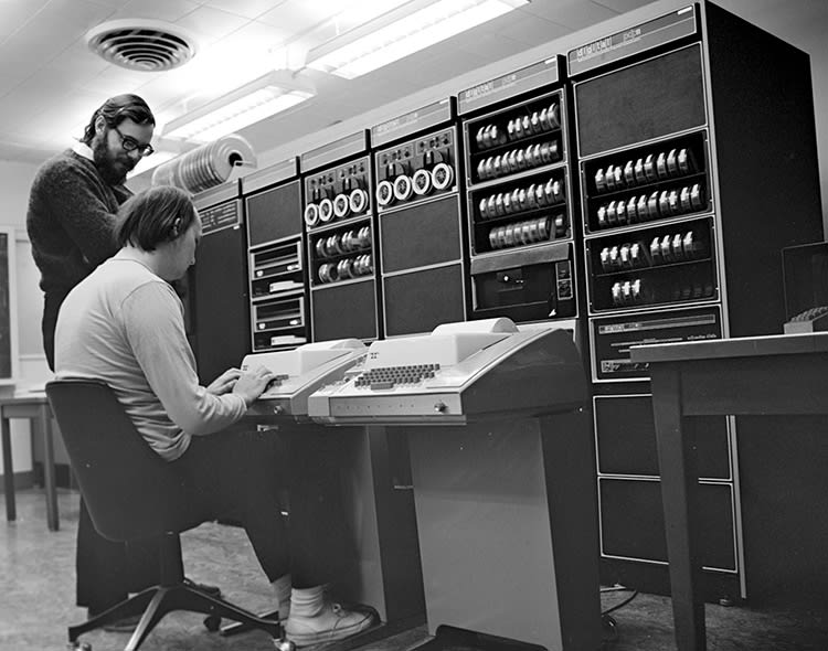 Old picture of people using Unix
