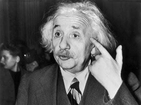Einstein thinking about compound interest