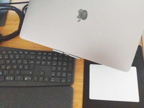 Escritorio teclado y compu