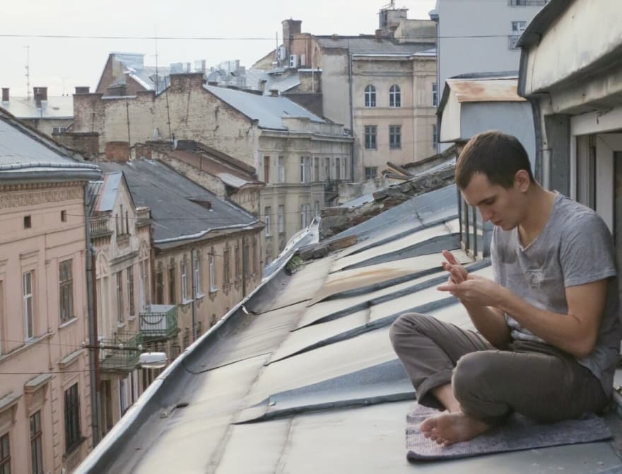 Andrey Sitnik sitting on the roof