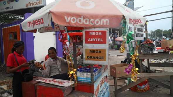 Vendeur des Megas Kinshasa Source : rfi.fr