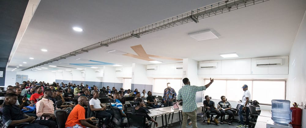 Cover image for Building the Laravel Nigeria community with over 200 People attending the first meetup