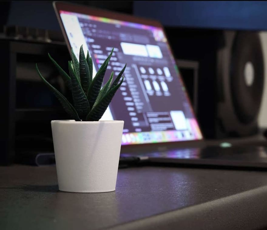 Desk-plant with macbook