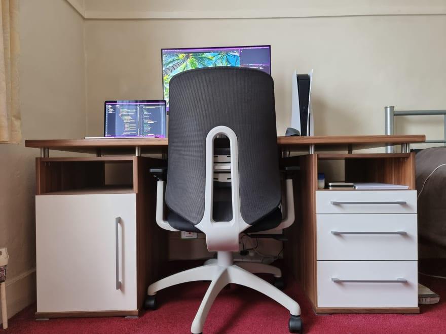 https://res.cloudinary.com/d74fh3kw/image/upload/v1624893725/Bedroom_Desk_muytlx.jpg