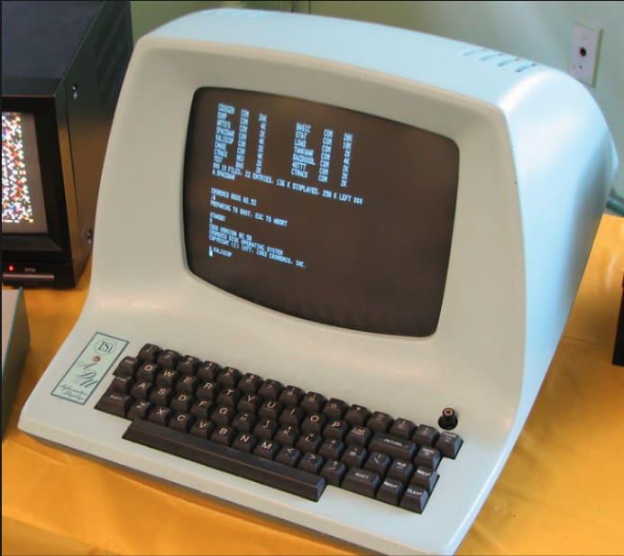 Imagem de um antigo terminal LSI (terminal físico)