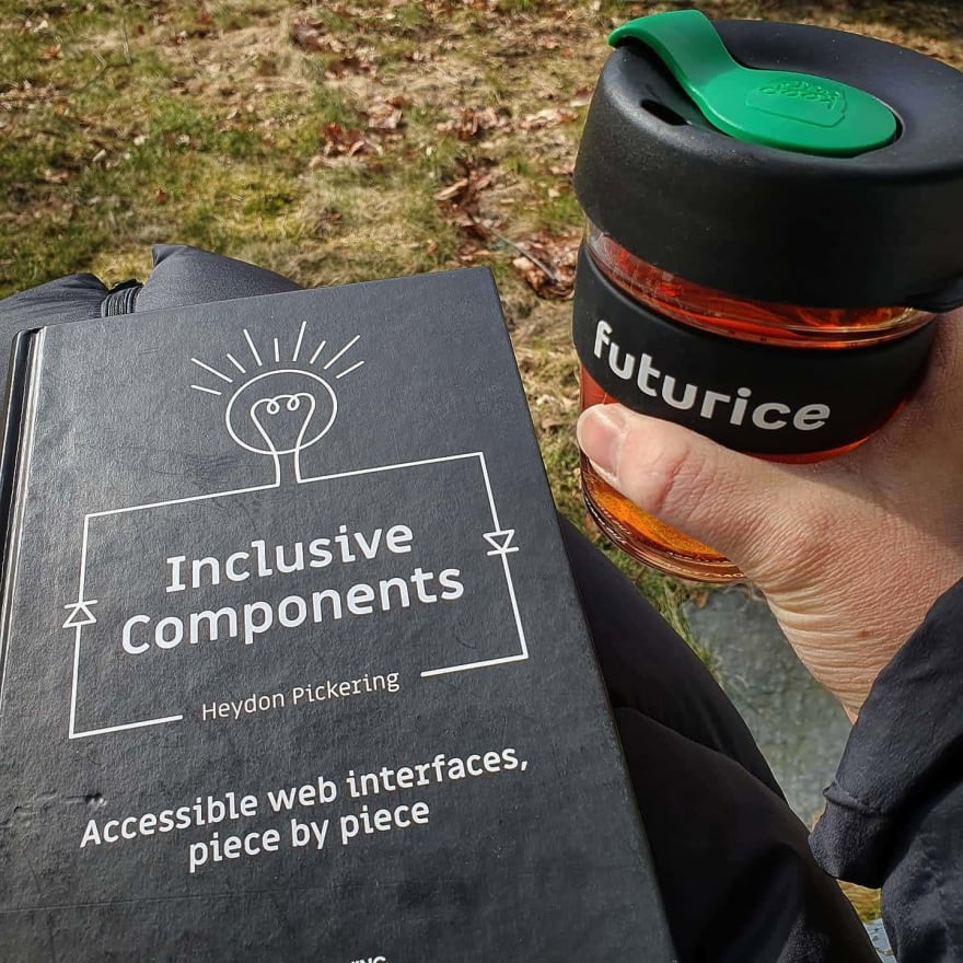 A hand holding a Keepcup with text