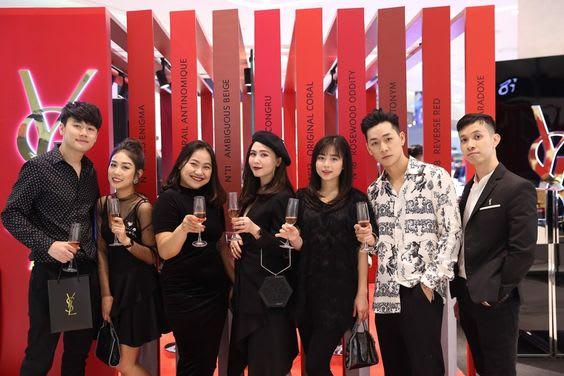 Không gian check in sang chảnh tại showroom YSL Hà Nội