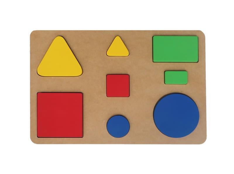 Brinquedo de encaixe de formas geométricas nas cores azul, verde, vermelho e amarelo