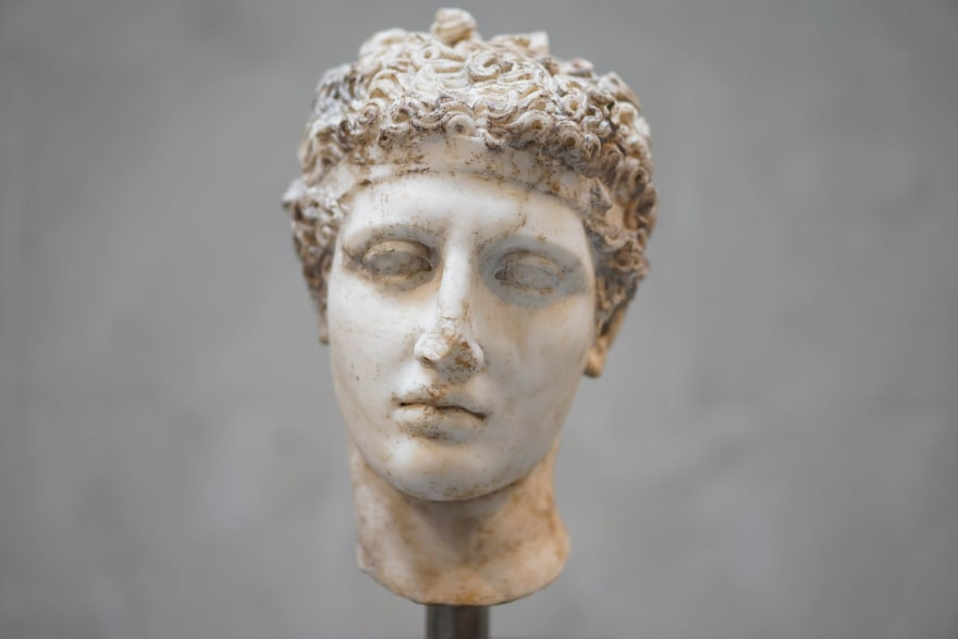 statue of a head
