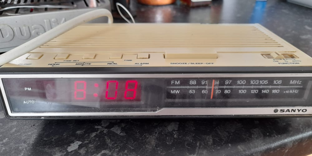 Raspberry Pi radio alarm clock - part 1 - DEV Community