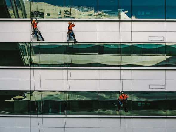 Window cleaners in Lisboa, Portugal