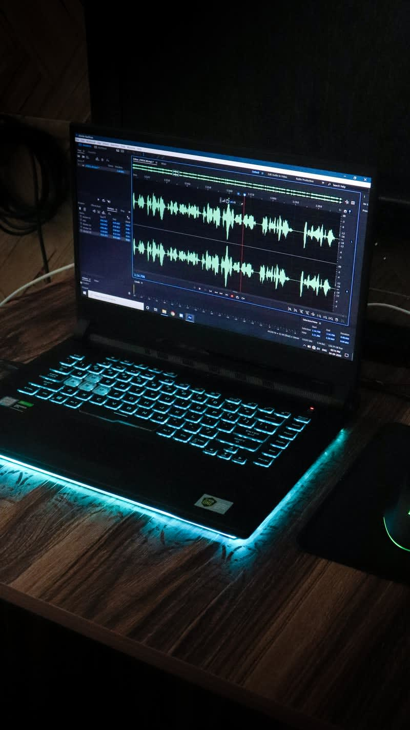 computer analyzing sound waves