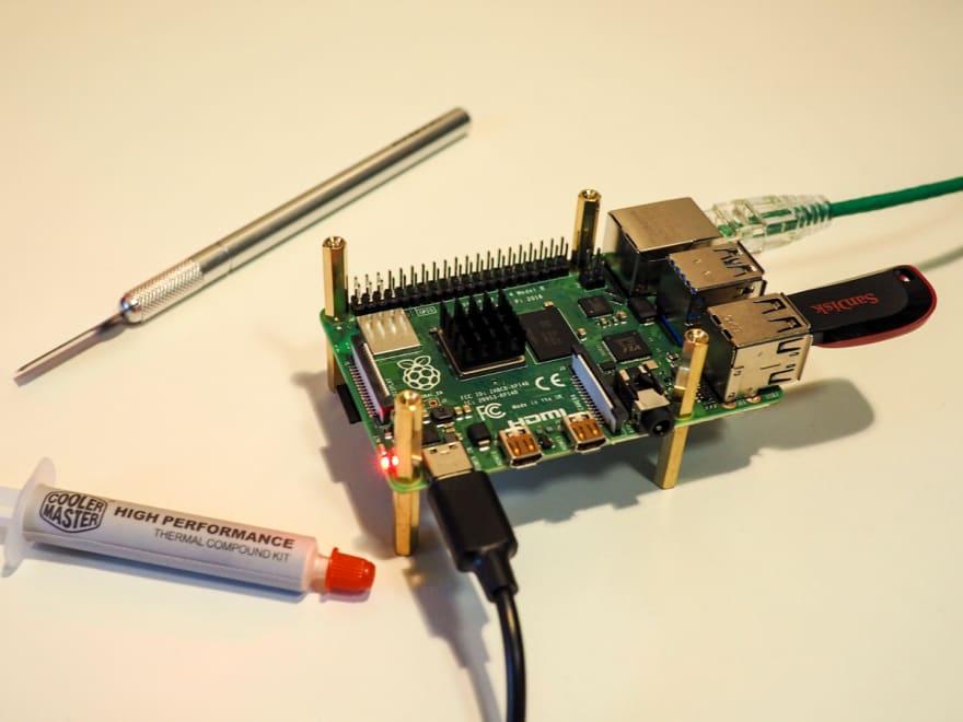 Raspberry Pi 4 with aluminum heatsink temperature test
