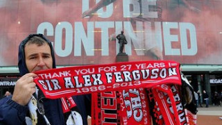 Old Trafford rực đỏ trong ngày tạ từ Alex Ferguson