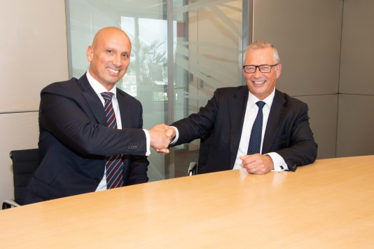 TNO-CBS Partnership for Trusted AI Directeur-Generaal Tjark Tjin-A-Tsoi van het CBS (l) en TNO CEO Paul de Krom (r). Fotograaf: Miriam van der Sangen
